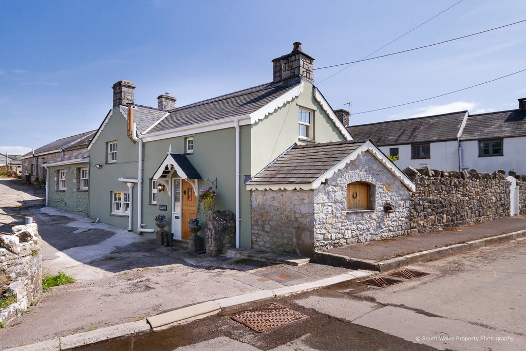 An Exceptional, Stunning 3 Bed Cottage, Blending Character Features And Modern Conveniences, Castle Upon Alan, Vale Of Glamorgan