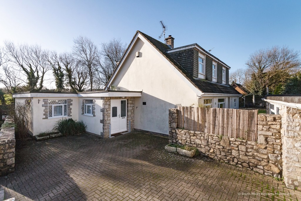A 4 Bedroom Family Home Surrounded By Gardens And With Heated Pool, Llanmaes, Vale Of Glamorgan