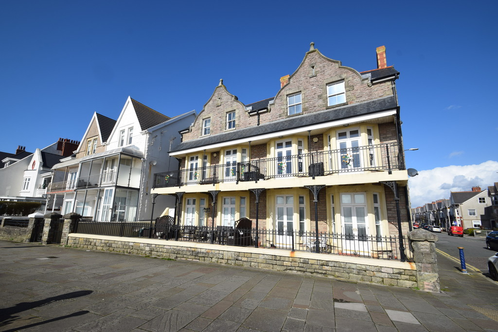 An Immaculately Presented Two-Bedroom First Floor Apartment Set Within An Iconic Building In The Sought-After Sea-Side Town Of Porthcawl, Bridgend