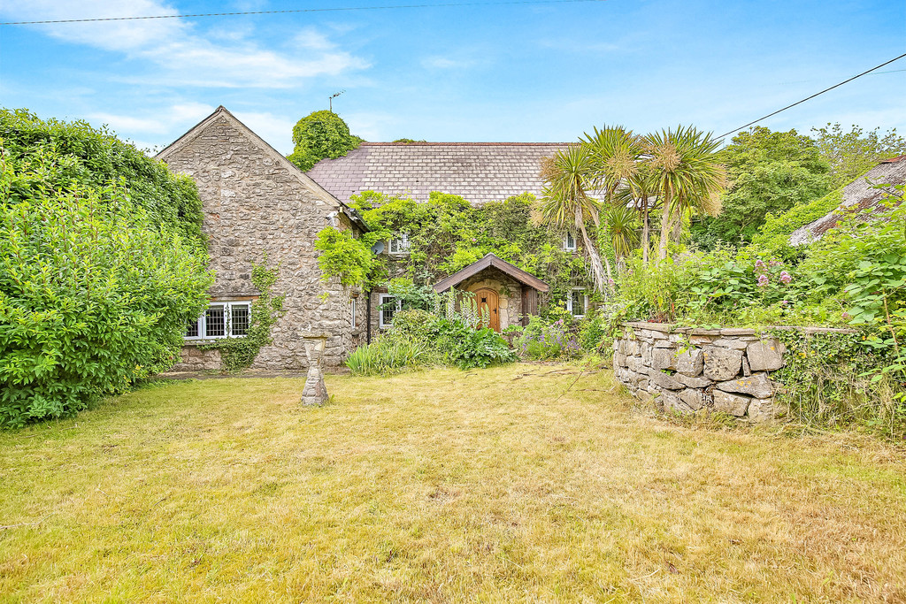 A Characterful 4 Bedroom Detached Farmhouse Located In The Heart Of Nottage Village, Porthcawl