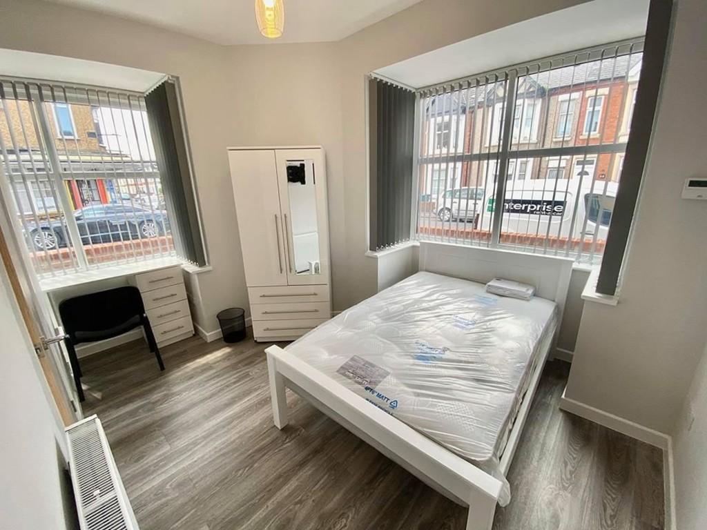 5 bedrooms  End Terraced House - KINGSWAY, Stoke, Coventry CV2