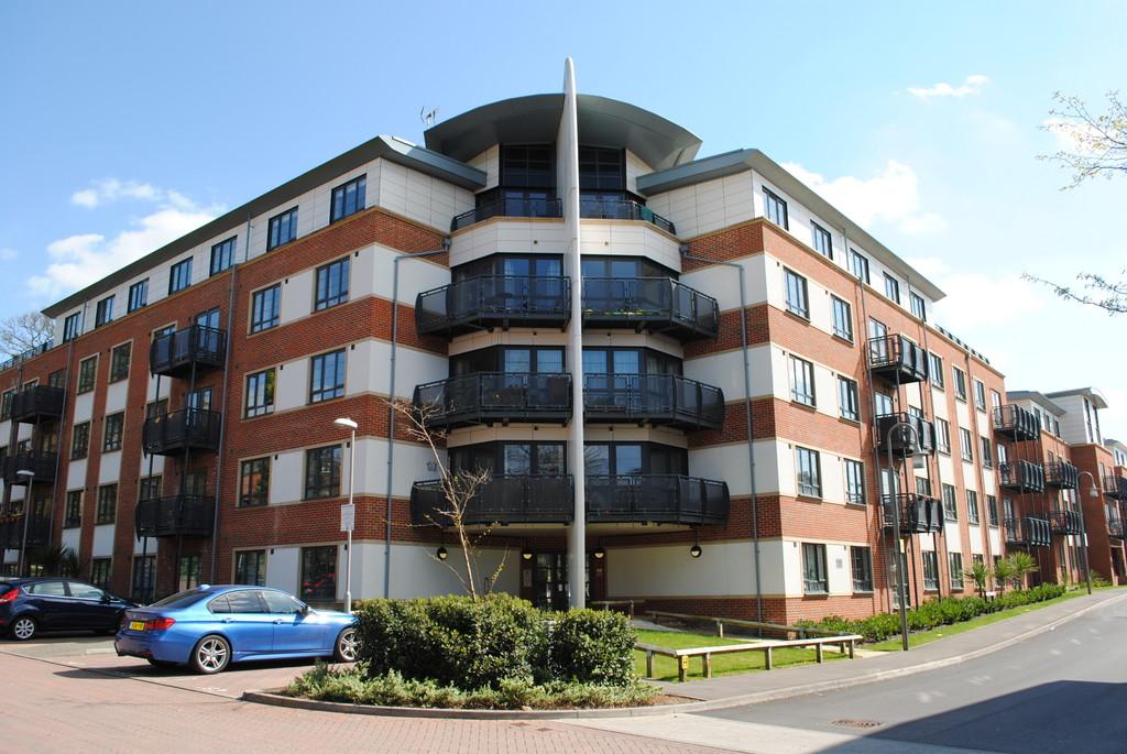 Wallis Square, Farnborough