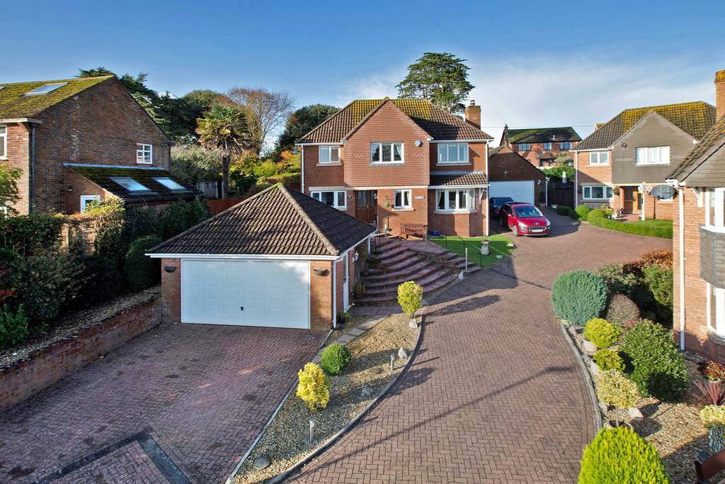 Pine Close, Teignmouth, TQ14 8XA